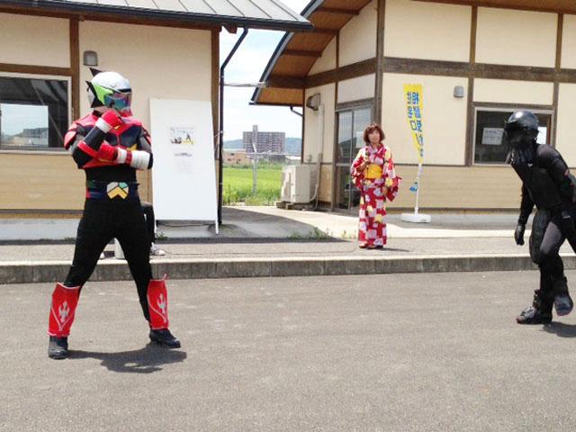 龍MAX戦闘シーン1 ご当地ヒーロー「龍MAX(リョウマックス)」デビュー!! 龍マックス 龍MAX リョウマックス ご当地ヒーロー